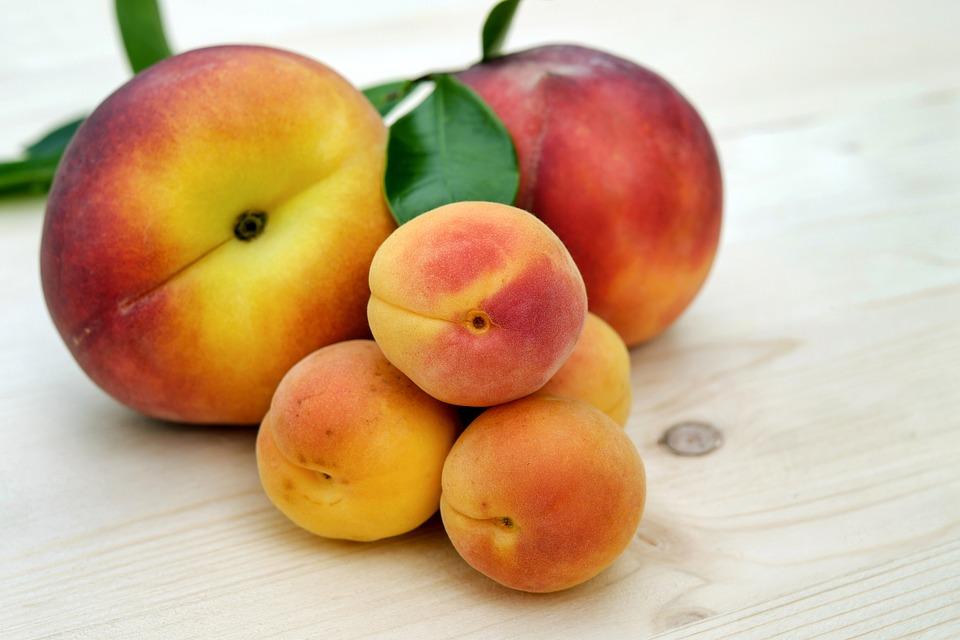Абрикосы и персики одинаково полезны