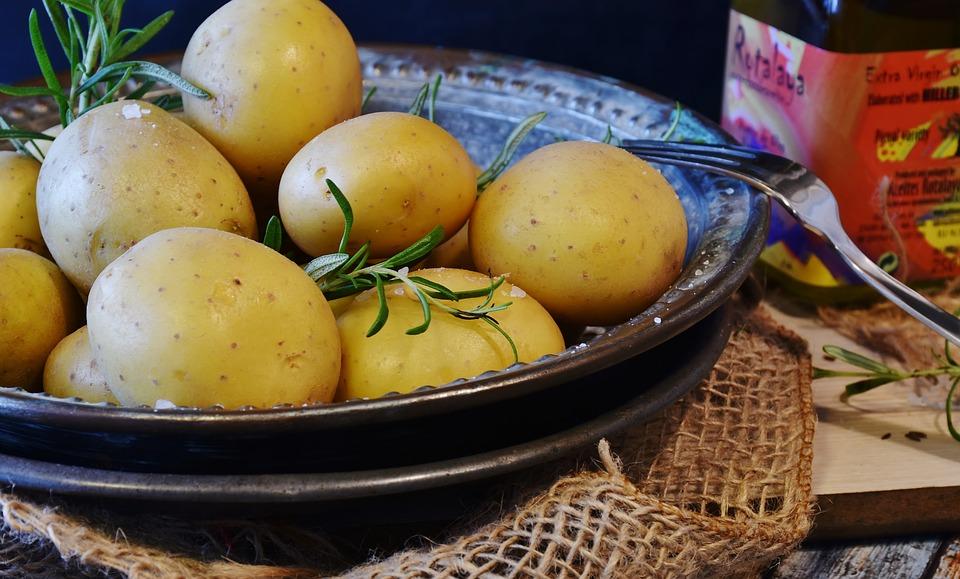 Белый и сладкий картофель являются хорошими источниками калия