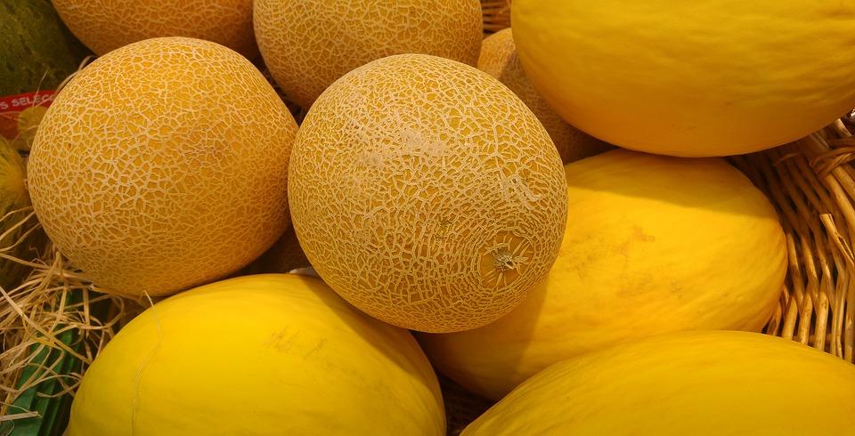 Хорошая дыня - тяжелая, с чистой и ровной кожурой, имеет приятный сладковатый аромат