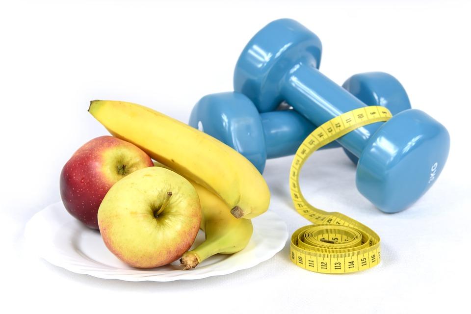 Бананы и яблоки - самые популярные и доступные полезные фрукты