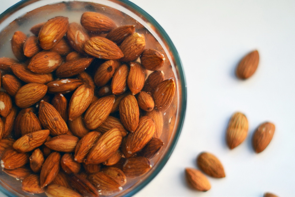 Как правильно замачивать грецкие орехи