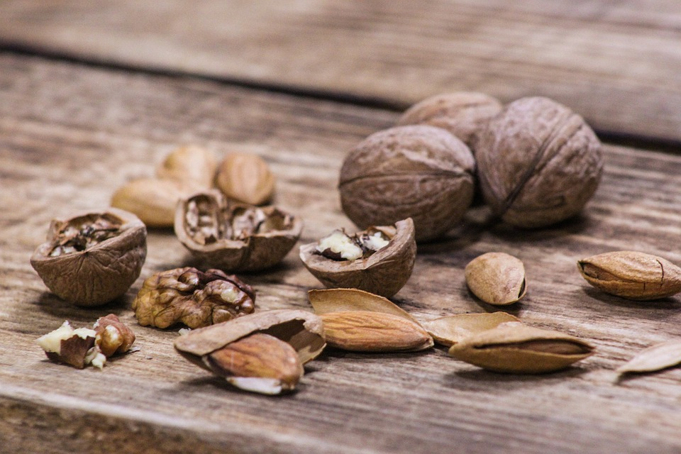 грецкий орех и миндаль